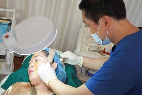 Nghệ sĩ Hồng Vân cũng lựa chọn phương pháp căng chỉ tại viện thẩm mỹ Mega Gangnam để tìm lại tuổi xuân.