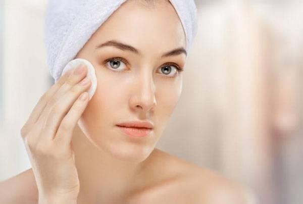 Để chăm sóc da mặt đúng cách bạn đừng quên tẩy trang nhé